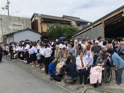 学生さんからお年寄りまで、沢山の人が集まっていました。