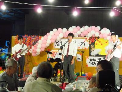 結成初ライブだったそうですが、とても堂々としたステージでした!